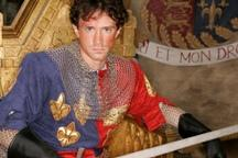Nathan Darrow, as King Henry V