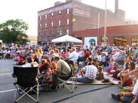 Crowds gathered for flamenco and Kansas City Ballet performances on a First Friday in the Crossroads, September 2007.