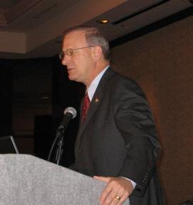 Tom Hoenig, President of Federal Reserve Bank of KC speaks to  Chamber  on 09 outlook