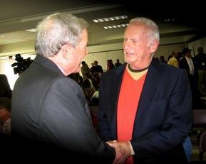 Sen. Kit  Bond, ( R, Mo) L, greets Lester Siegel.