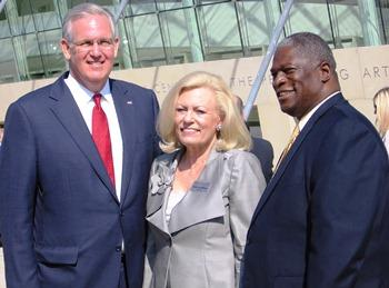 Missouri Governor Jay Nixon, Kauffman Board Chairman Julia Irene Kauffman, and Kansas City Mayor Sly James attended the ribbon cutting.