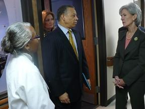 HHS Sec. Kathleen Sebelius (r) meets with staff at Truman Medical Center.