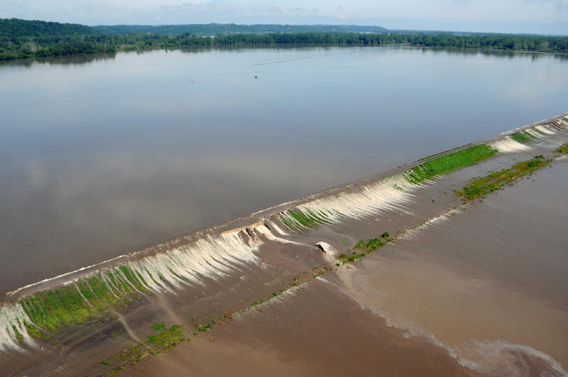 Water flows from Missouri River over levee L-550