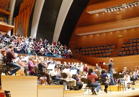 The Independence Messiah Choir, Kansas City Symphony Chorus, and Kansas City Symphony rehearse for the first time together in Helzberg Hall.