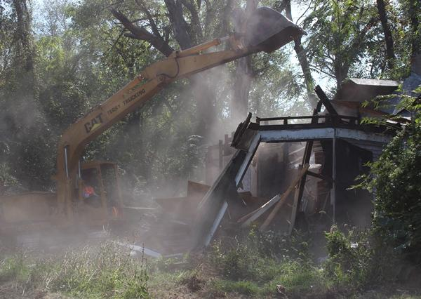 Mayor James tears down a vacant house. Was the resulting dust a health hazard?