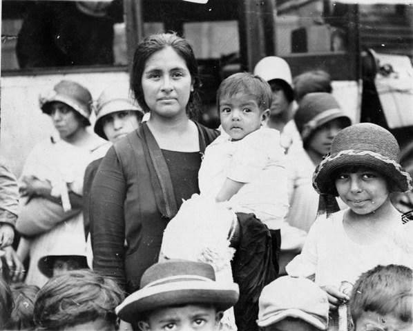 Group of Latino Women and Children, 1926