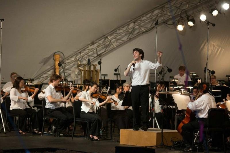 Assistant conductor Aram Demirjian leads the audience in the chorus of 'Home on the Range.'