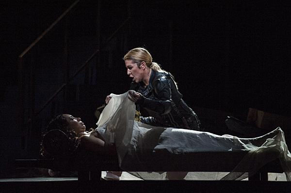 Joyce DiDonato, as Romeo, discovers Nicole Cabell, as Giulietta, in a sleep as still as death. In despair, Romeo takes poison.