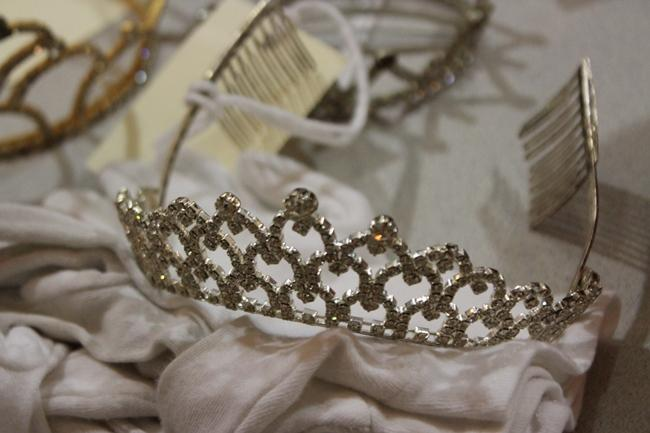 A tiara, from the GLAMA (Gay and Lesbian Archive of Mid-America) collective initiative, worn in a drag beauty queen pageant.