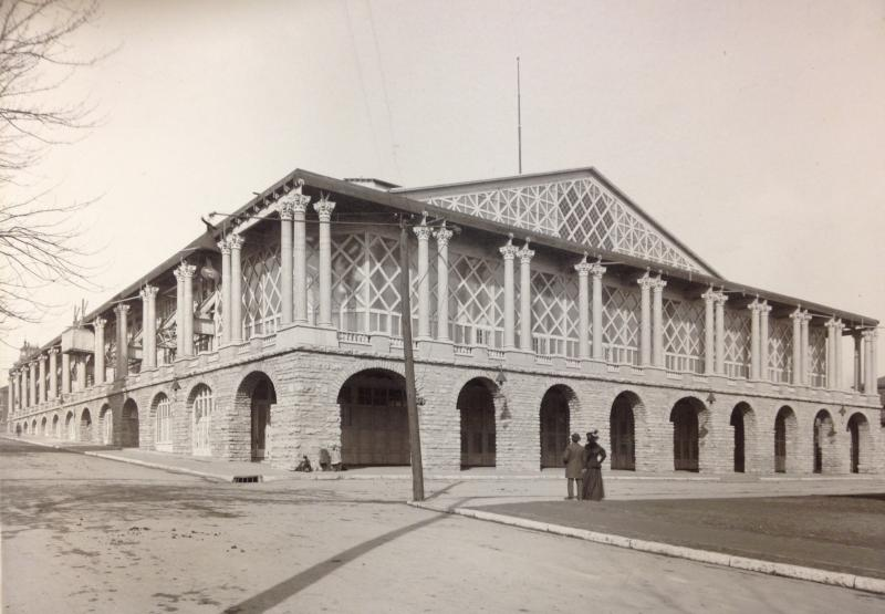 The original Convention Hall building in 1900, just a few months before it burned down and was rebuilt in time for the Democratic National Convention.