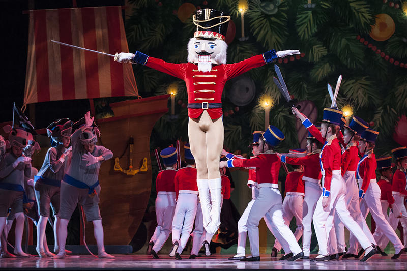 The Nutcracker (Charles Martin) defends Clara in a war between toy soldiers and mice.