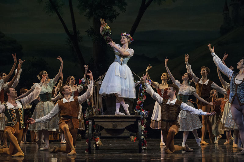 Giselle (Wagner) is crowned Queen of the Vintage.