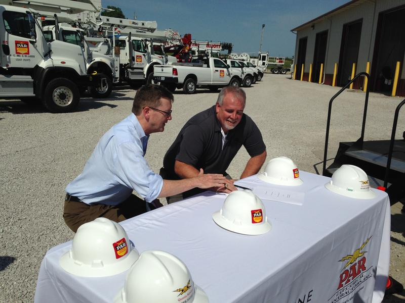Clean Line Energy President Michael Skelly, left, and PAR Electric President Steve Adams sign a jobs agreement that could employ more than 1,300 Missourian workers. It's contigent on the Public Service Commission's approval of an energy pipeline project.