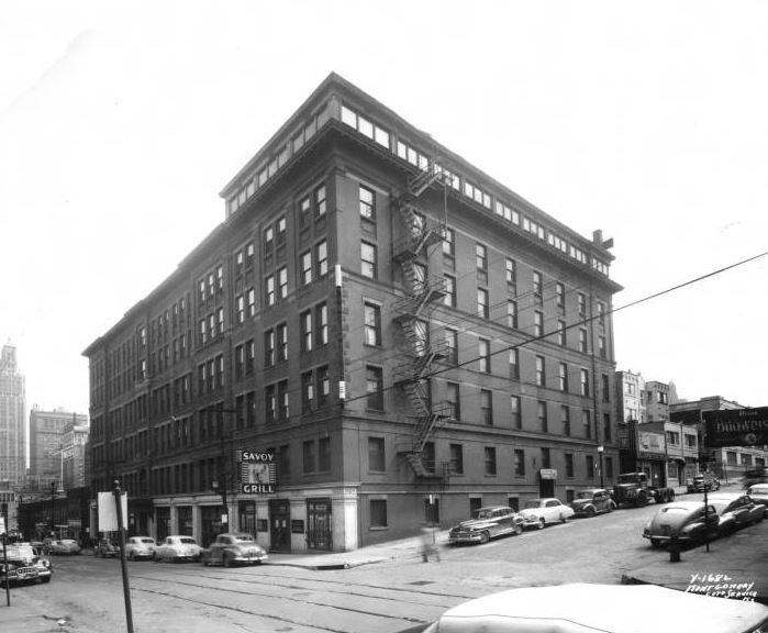 In 1950 The Savoy Grill Was Located What Then Called Milner Hotel Near Southeast Corner Of 9th And Central Downtown Kansas City