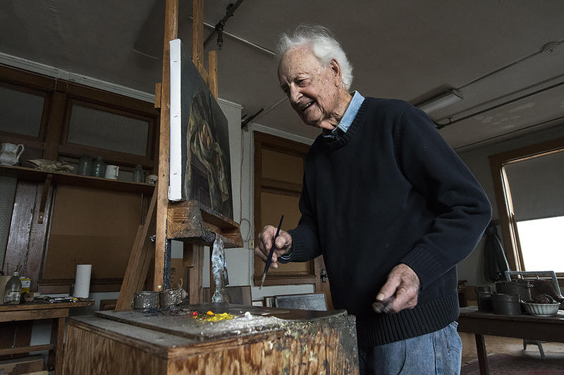 Working on a still life in his studio, Wilbur Niewald tries to get as close as possible to what he sees.