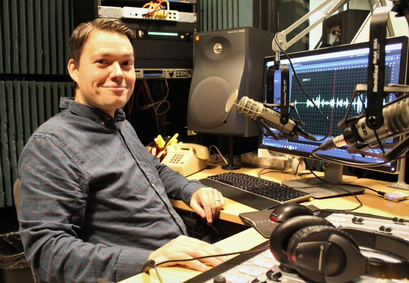 Alex Smith has worked at KCUR since 2006. He has covered health and science since 2014.