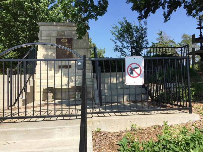 Why did this no-gun sign disappear from the Kansas governor's mansion in Topeka?