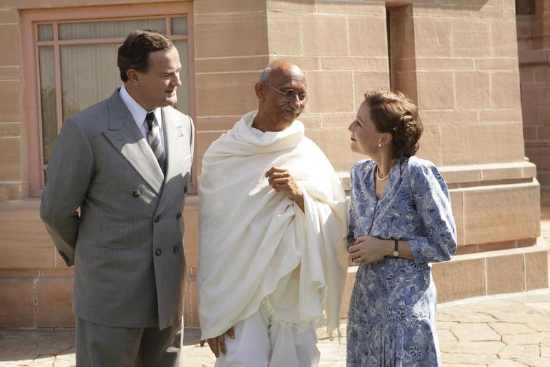 In 'Viceroy's House,' Mahatma Gandhi, played by Neeraj Kabi, discusses plans for establishing India's independence with Britain's Lord and Lady Mountbatten, played by Hugh Bonneville and Gillian Anderson, respectively.