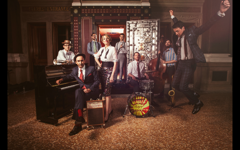 The Hot Sardines formed in 2007, when Elizabeth Bougerol, a former student at the London School of Economics, met actor Evan Palazzo through a Craigslist ad.