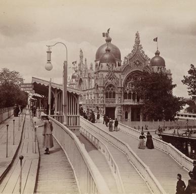 Moving sidewalk, Pont des Invalides. Exposition Universelle, Paris, 1900. Courtesy of Brown University Library.