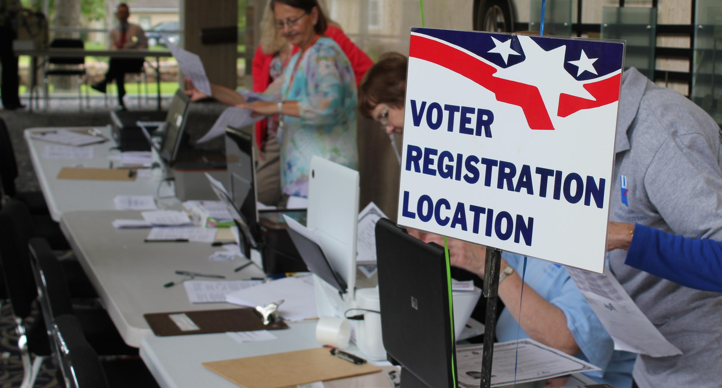 Thousands of kansans in limbo over proof of citizenship volunteers from the league of women voters register voters after a naturalization ceremony in topeka aiddatafo Choice Image
