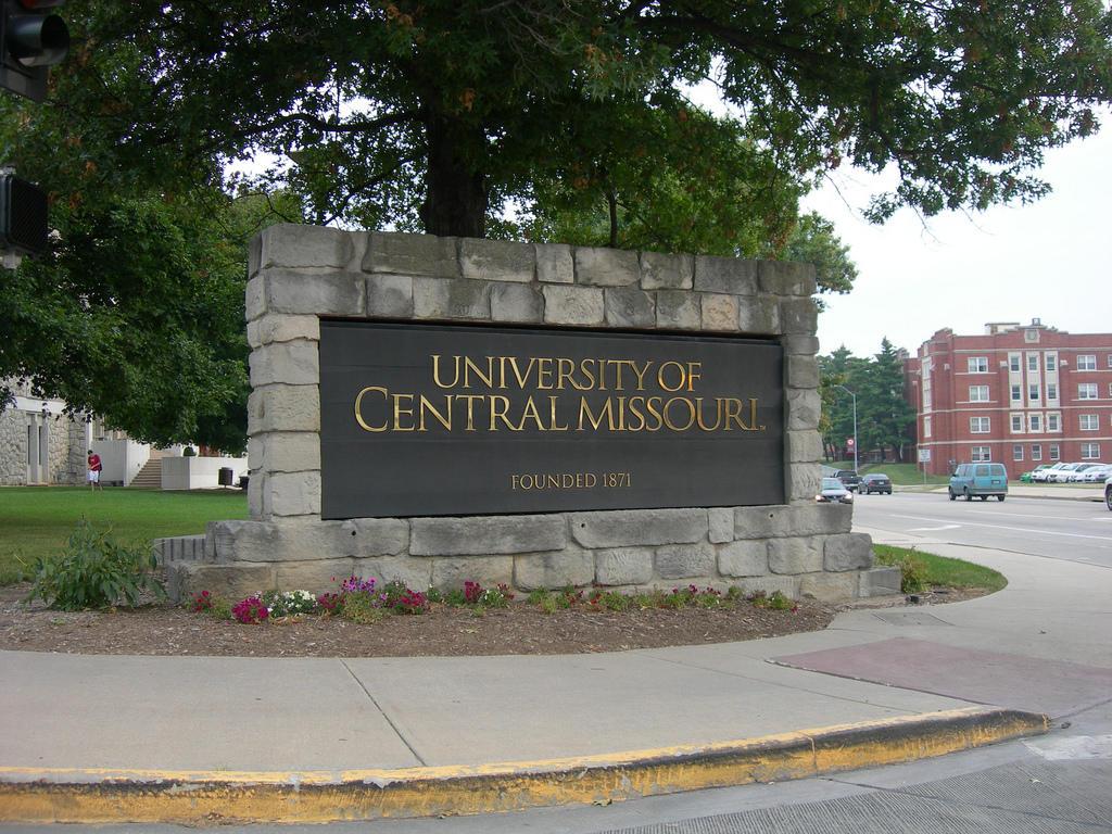 University Of Central Missouri >> University Of Central Missouri Scraps Reorganization Plan
