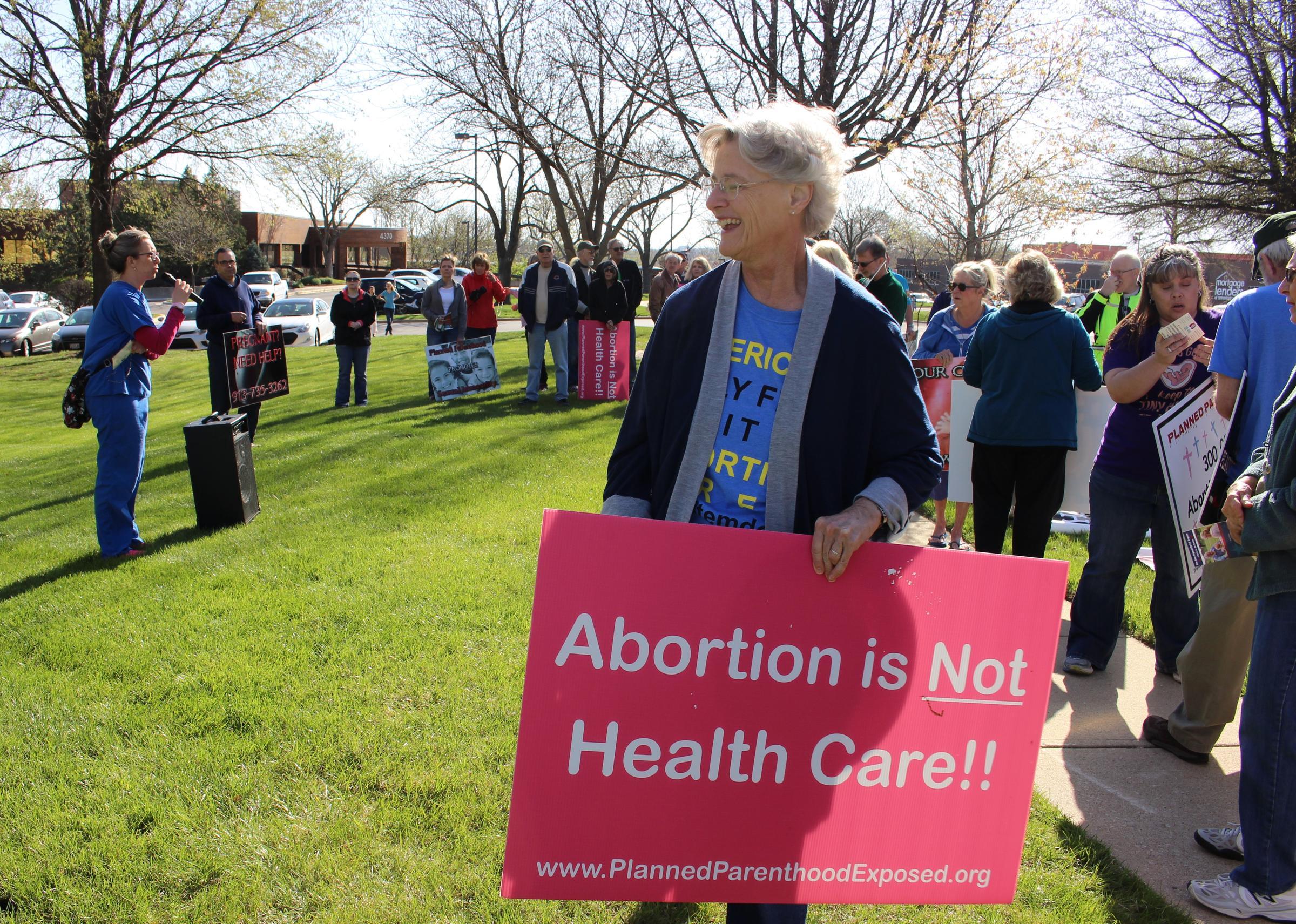 AbortionRights Opponents And Advocates Commingle At Overland Park – Planned Parenthood Comprehensive Health Center Overland Park Ks