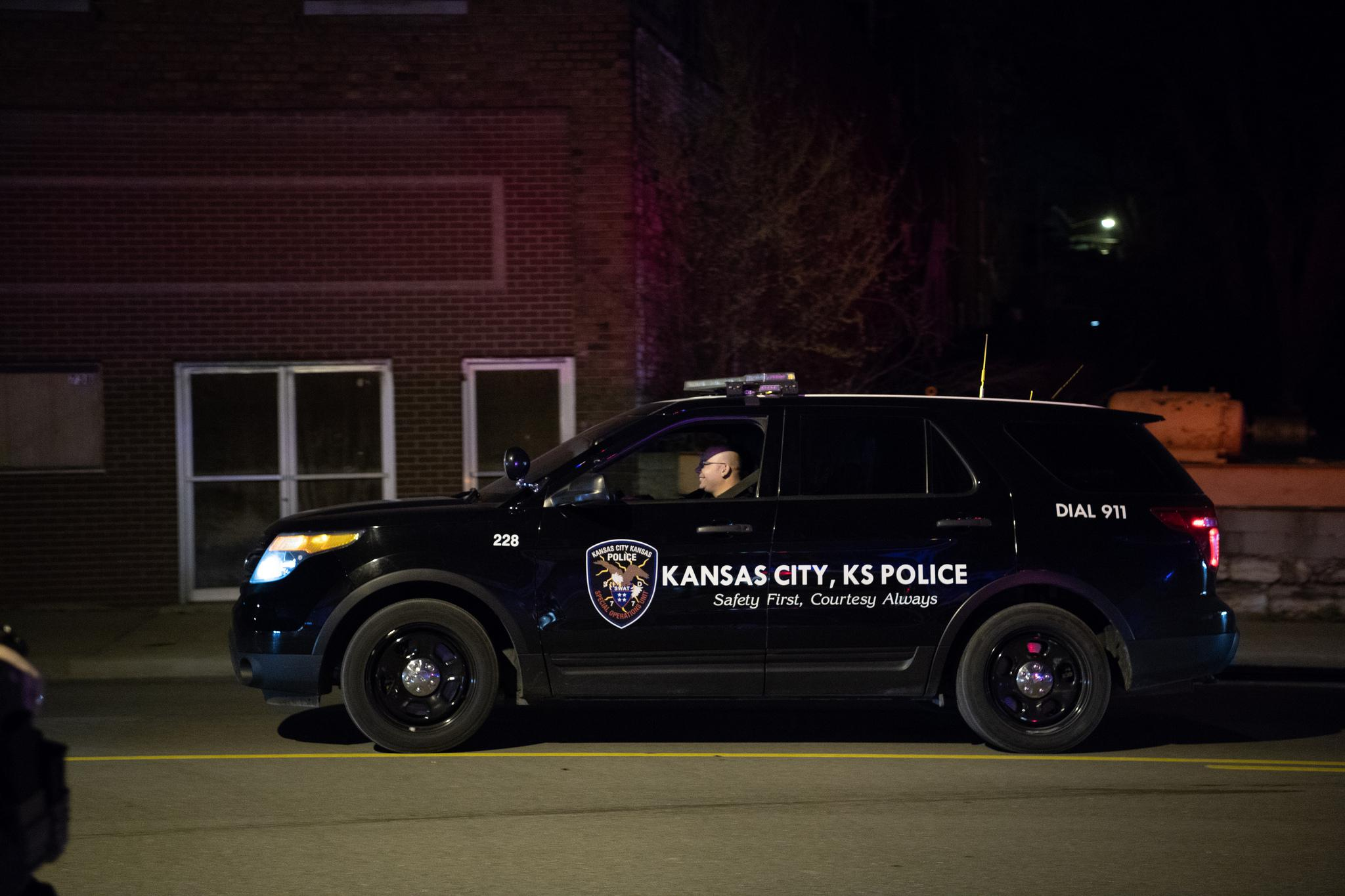 Kansas City Kansas Police Shot And Killed Suspect At His Apartment