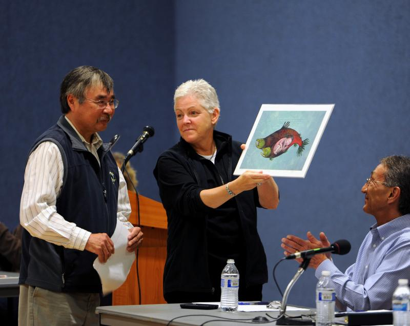 Tom Tilden (left) presents Gina McCarthy (right) with a local print