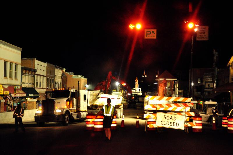 Corner of Grand Avenue and 8th Street at 5:30 AM on the opening day of the Grand Avenue Bridge Closure