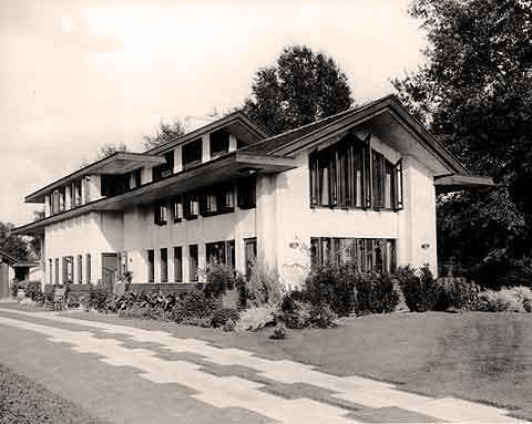 The Cooley House was designed in 1908 for entrepreneur Gilbert Brian 'Captain' Cooley of Monroe, Louisiana, by internationally acclaimed architect Walter Burley Griffin. The home was not built until 1925-26.