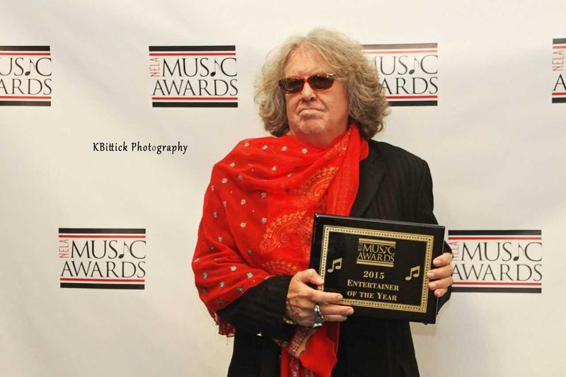 Doug Duffey accepts 2015 Entertainer of the Year Award at the NELA Music Awards.