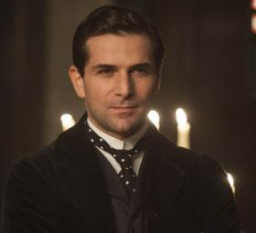 Shown: Gregory Fitoussi as Henri