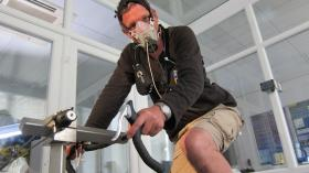 DR MICHAEL MOSLEY pushing his exercise capacity to the extreme in an altitude chamber at the University of Brighton. The aim is to induce a central nervous system response that has evolved in humans. It causes our exercising muscle to feel more fatigued than it actually is.