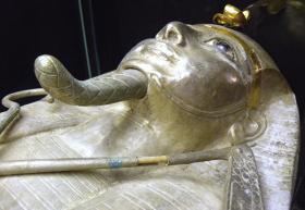Psusennes silver coffin
