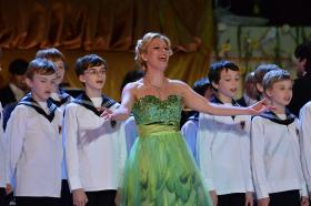 "Soprano Daniela Fally and the Vienna Boys' Choir perform ""Little Brother and Sisters"" from the operetta Die Fledermaus."