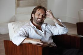 Tony-Award winner and UK platinum-selling Alfie Boe brings his second television concert special to PBS, featuring songs from Storyteller, his latest critically acclaimed album.