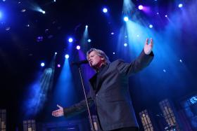 "Peter Noone of Herman's Hermits co-hosts the program, performing ""I'm Into Something Good,"" ""There's a Kind of Hush"" and ""I'm Henry the Eighth, I Am."""