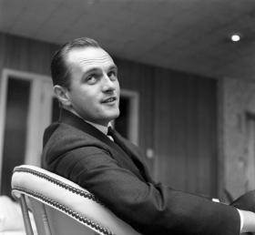 Bob Newhart, shortly after he made the transition from accountant to comedian.