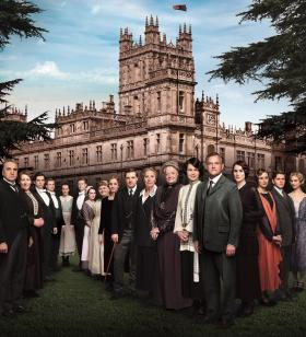 The season 4 ensemble is shown, including Dame Maggie Smith, Elizabeth McGovern, Hugh Bonneville, Michelle Dockery, Jim Carter, Penelope Wilton, and Laura Carmichael—together with returning guest star Academy Award®-winner Shirley MacLaine and new guest star Paul Giamatti.