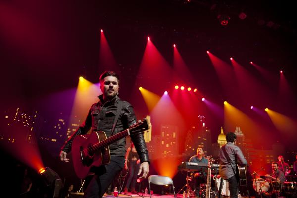 Colombian superstar Juanes heats up the ACL stage.