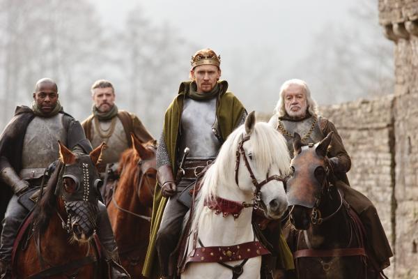 L to R: Paterson Joseph as Duke of York, Richard Clothier as Salisbury, Tom Hiddleston as Henry V, James Laurenson as Westmoreland