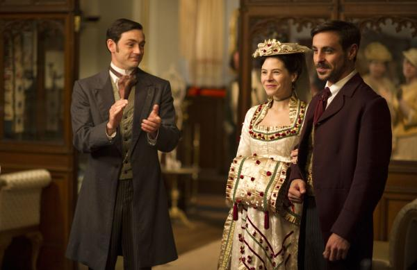 Shown from left to right: Matthew McNulty as Dudley, Elaine Cassidy as Katherine, and Emun Elliot at Moray