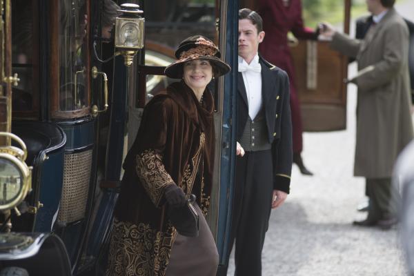 Shown: Elizabeth McGovern as Lady Grantham