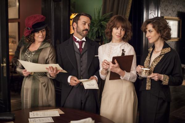 Shown from left to right: Polly Walker as Delphine Day, Jeremy Piven as Mr. Selfridge, Frances O'Connor as Rose Selfridge and Katherine Kelly as Lady Mae
