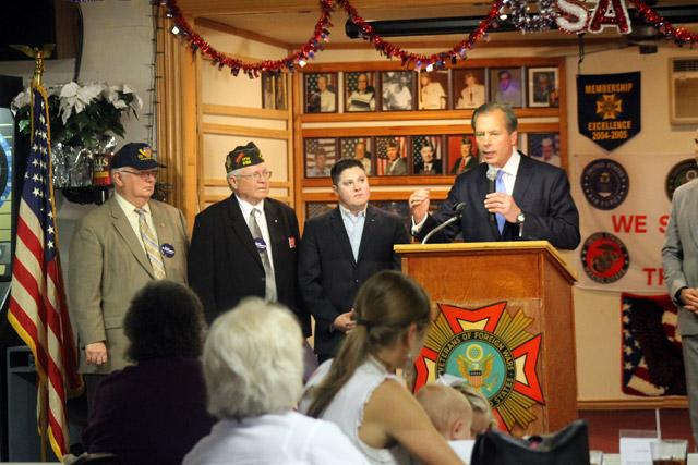 Lt. Gov. David Dewhurst teared up when talking with veterans in Irving about his late father's service.