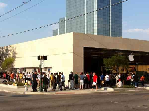 The Apple store on Knox saw this line form before 10  a.m.