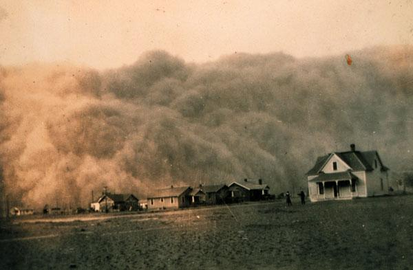 A dust storm approaching Stratford, Texas on April 18, 1935.