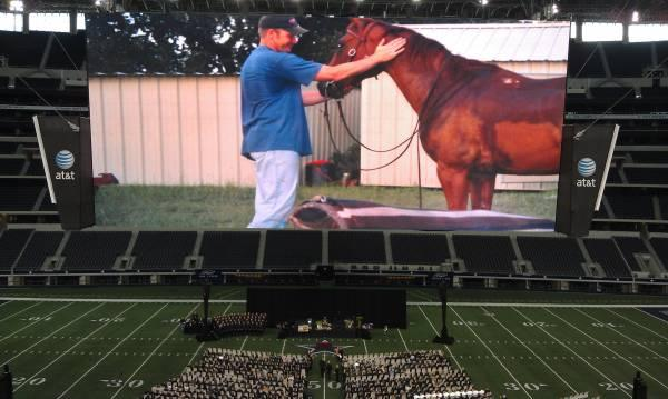Chris Kyle's memorial at Cowboys Stadium drew 7,000 people.