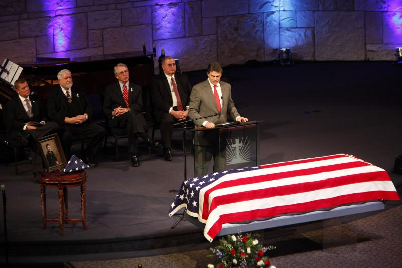 Gov. Rick Perry pays tribute to Mike and Cynthia McLelland.